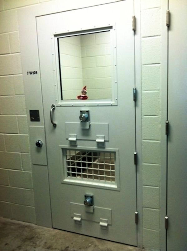 elf-on-a-shelf-is-back-with-a-vengeance-29-photos-26