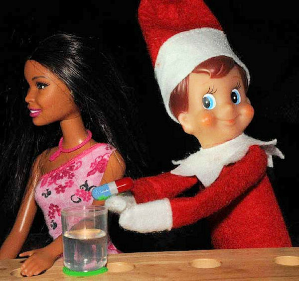 innappropriate-elf-on-a-shelf-roofie